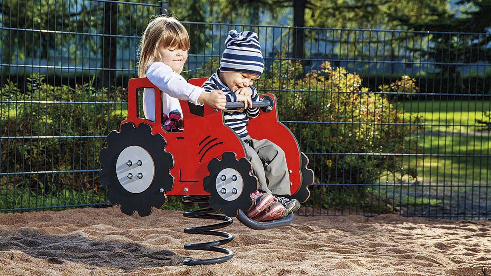 SOLITAIRES_010515M_TRACTOR_01.jpg
